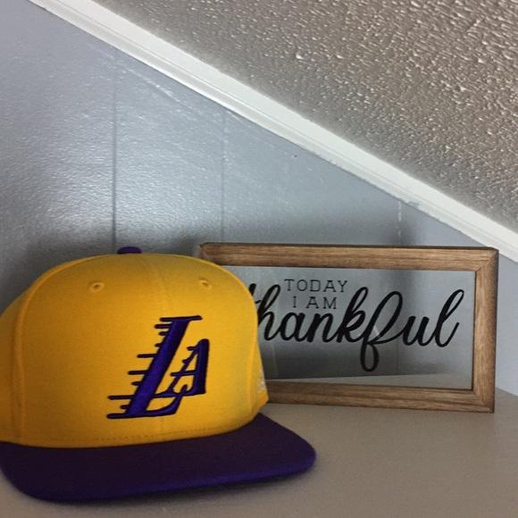 cebd9e7e5141e Los Angeles Lakers SnapBack Cap Gold Purple. M 5b4d3ac4df030790d8f0c843